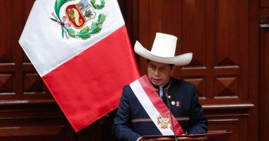 El nuevo presidente de Perú arremete duramente contra España en presencia del Rey